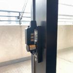 防犯対策、名古屋市西区、集合住宅への防犯フィルム/窓鍵設置工事が完了。