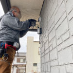 防犯対策、愛知県北名古屋市、駐車場周辺を監視する防犯カメラ設置工事が完了。